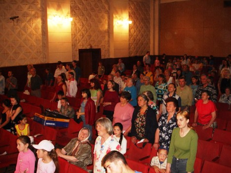 Hundreds of people came to hear Good News, Crusade, Briceni, June 2006