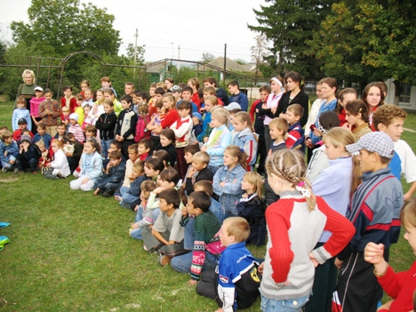 In the village of Parcova, all school came to the show