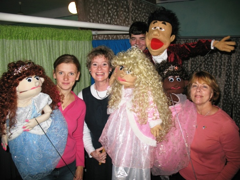 International Puppet Show Team