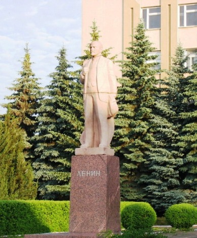 lenin-in-briceni-center-2006