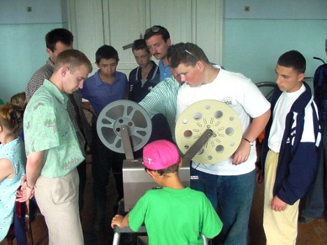 Training for using rented projectors, Cupcini