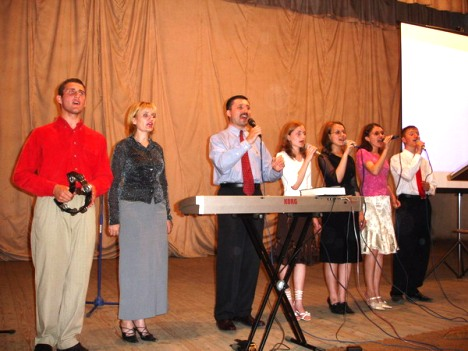 Worship team, Crusade, Briceni, June 2006
